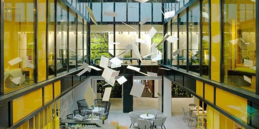 Industrieller Chic: Die Lobby mit Blick auf die Bar im neuen Courtyard by Marriott Paris Gare de Lyon
