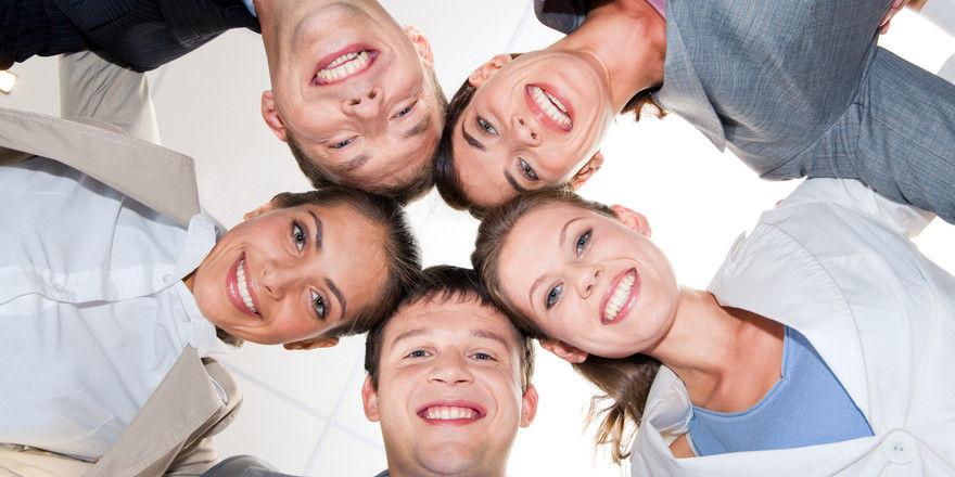 Fünf Köpfe, ein Betrieb: Nur ein Chef, der beiden Seiten gerecht wird, ist erfolgreich.