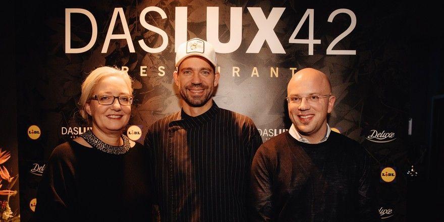 Pop-up in München (von links): Melanie Berberich (Mitglied der Geschäftsleitung Lidl Deutschland), Sternekoch Andreas Schweiger und Jürgen Achenbach (Geschäftsführer Marketing Lidl Deutschland)