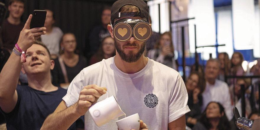 Herausforderung: Latte Art, aber blind.