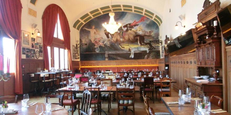 Schmuck: Der Gastraum im Bad Homburger Bahnhofsrestaurant