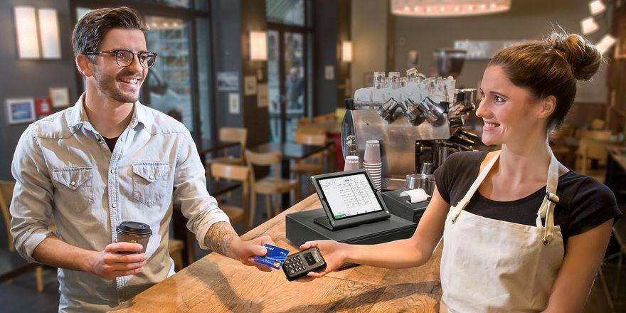 Zahlen per NFC: Die neue Technologie ist in vielen Karten und Smartphones integriert