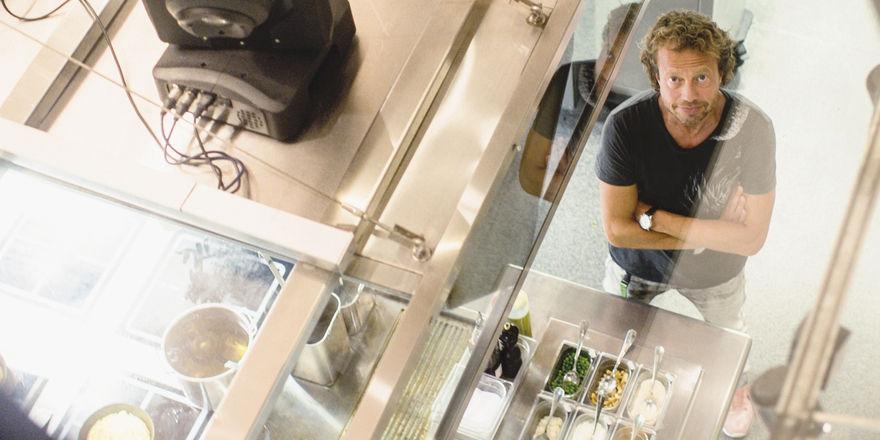Rolf Hiltl: Der Schweizer hat ein Gastro-Konzept erschaffen, das vom Imbiss-Angebot über Kochkurse und Restaurantbetrieb bis zur Kooperation mit der Airline Swiss reicht