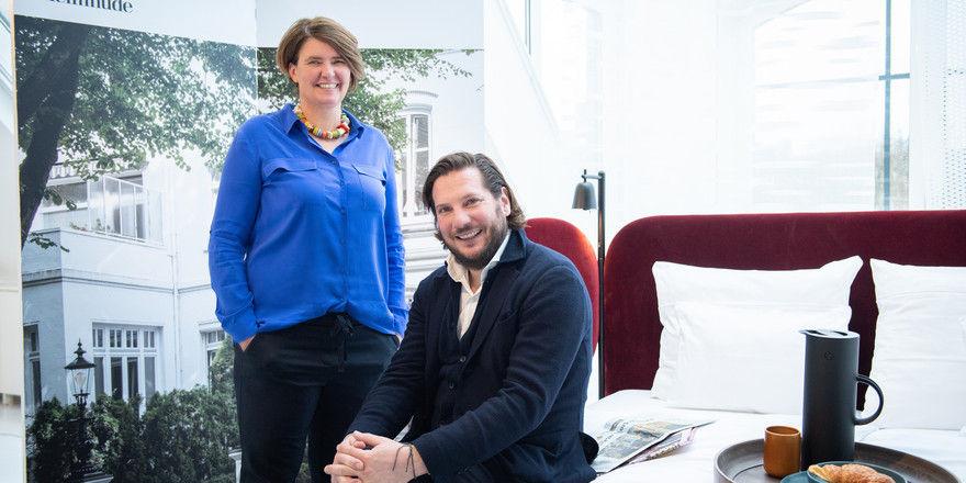 Die Macher: Stilwerk-Inhaber Alexander Garbe und Geschäftsführerin Tatjana Groß vor einem Musterbett