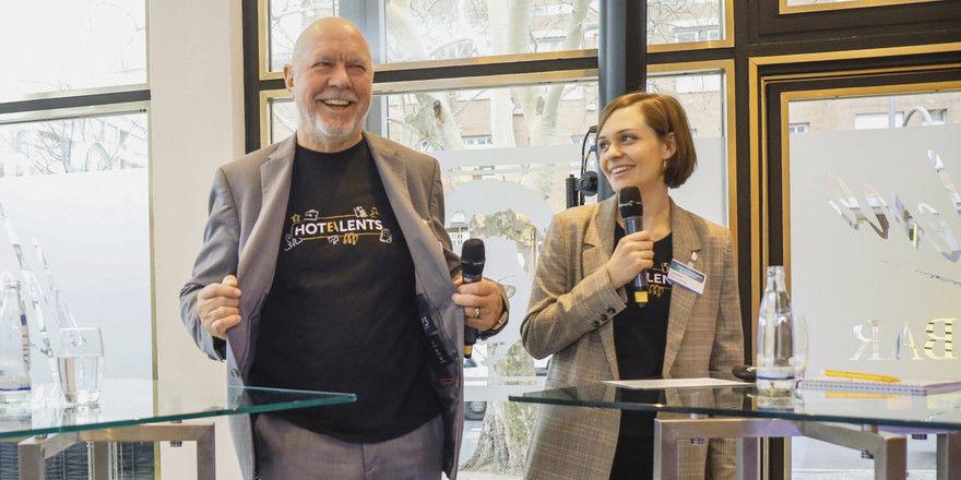 Mit breiter Brust und Leidenschaft dabei: Die Hotalents-Initiatoren Klaus Michael Schindlmeier und Lisa Aenis beim Deutschen Hotelkongress.