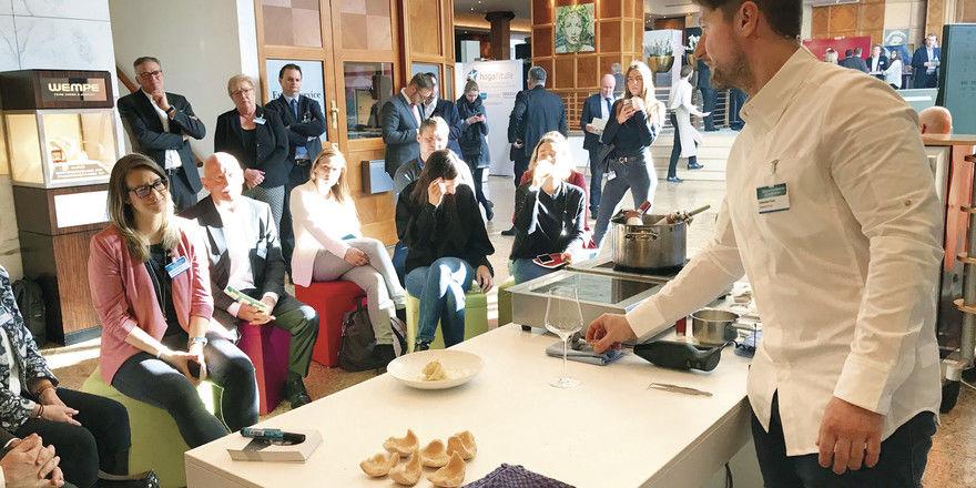 Heimatküche 4.0: Der Berliner Spitzenkoch Sebastian Frank bei den Cooking Shows der AHGZ.
