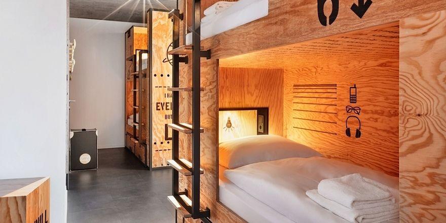 Rückzugsort: Das Bett in der Box wirkt wie eine Höhle