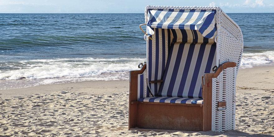 Super, ein freier Strandkorb! Die Frage ist nur, wer sich da im Sommer reinsetzen darf