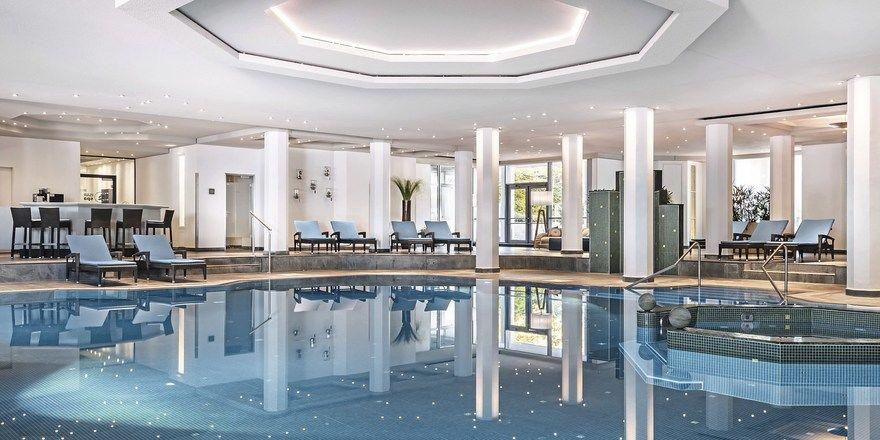 Platz zum Schwimmen: Der große Pool im Isar Spa des The Westin Grand Hotel am Arabellapark kommt bei Gästen gut an.