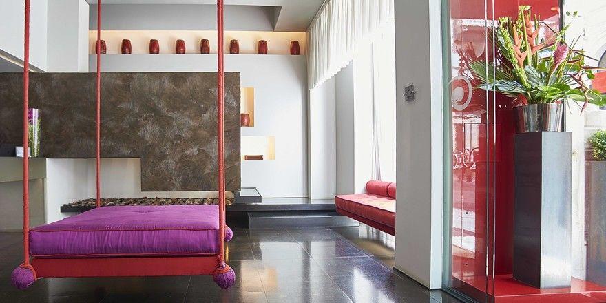 Große Fenster und Hängesofa: Die Lobby des Boutique-Hotels Sina The Gray in Mailand