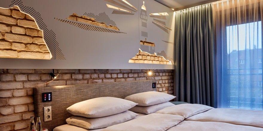 Mit Backsteinoptik: Eines der neuen Zimmer im H+ Hotel Bremen