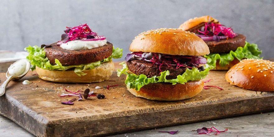 Neuer Patty für den Burger: Essento macht ihn aus Insekten