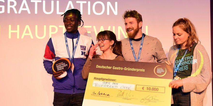 Große Freude: Das Über-den-Tellerrand-Café räumt den Hauptgewinn ab