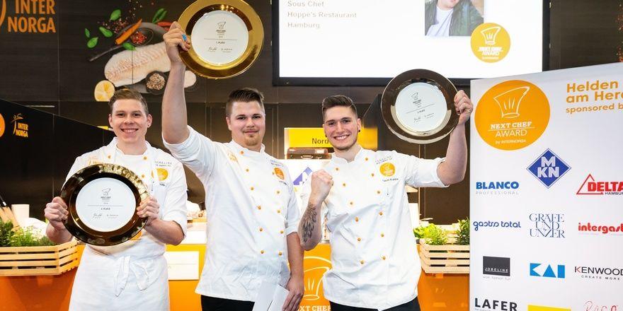 Glückliche Gewinner: Next Chef Kevin Gedike (Mitte) mit den Zweit- und Drittplatzierten Fabian Krumnow (rechts) und Cyril Bettschen