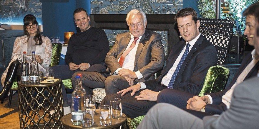 Muntere Runde: (von links) Moderatorin Cynthia Barcomi, Sternekoch Tim Raue, Wolfgang Kubicki (FDP), Guido Zöllick (DEHOGA), Thomas Storck (Metro) und Gastronom Dirk Schipper