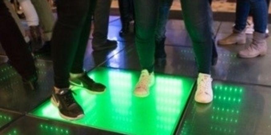 Earth-Hour-Party im Frankfurter Hof: Tänzer erzeugen Energie