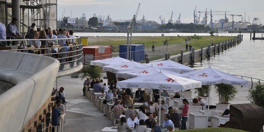 Beliebter Treffpunkt: Die Hafencity wird durch eine bunte Gastronomieszene belebt