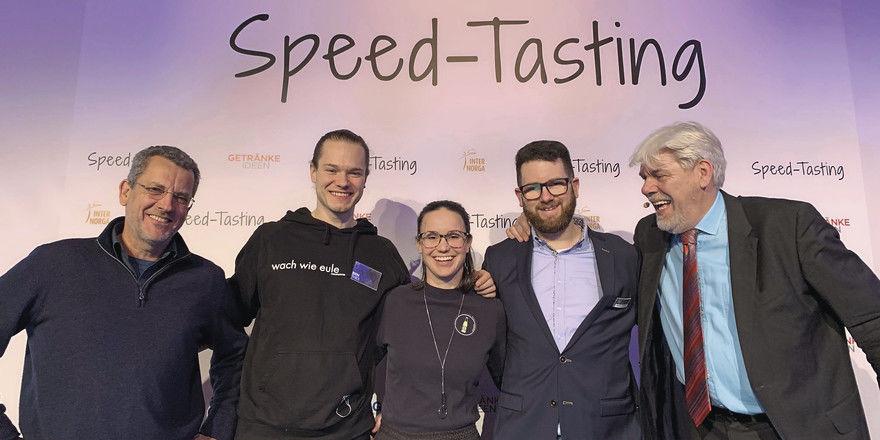 Haben den Geschmack der Juroren getroffen: Die Produzenten der Siegerprodukte mit Peter Meyer (rechts), dem Macher von Getränkeideen.