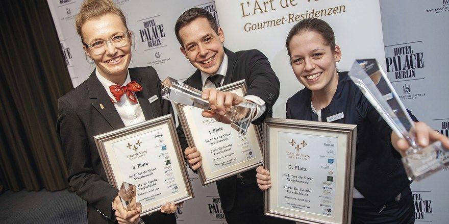 Die drei Besten: (von links) Friederike Winkelmann (3. Platz), Michael Jantscher (1. Platz) und Katharina Garella (2. Platz).