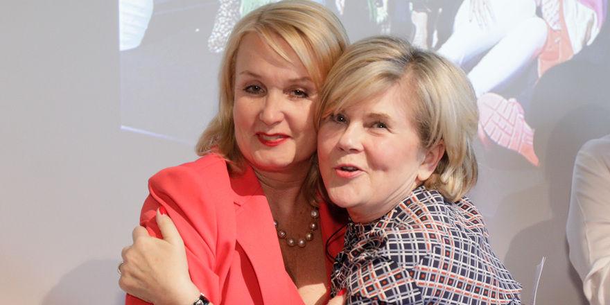Emotionale Übergabe: Annette Mützel (rechts) und Gunilla Hirschberger, die den Vorstandsvorsitz beim Frauennetzwerk Foodservice übernimmt