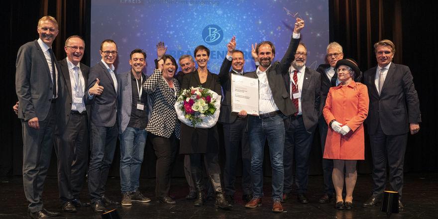 """Auf der Bühne: Die Gewinner des Deutschen Tourismuspreises 2018 vom Projekt """"Content Netzwerk Brandenburg"""""""