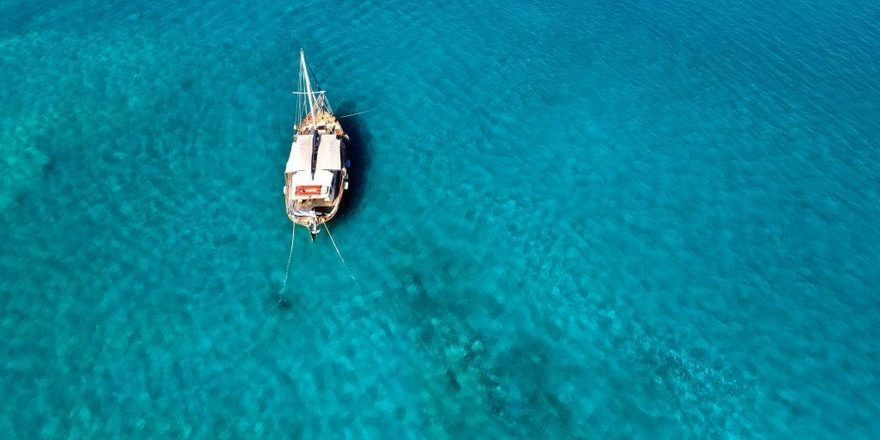 Das Meer vor dem luxuriösen Blue Palace Resort