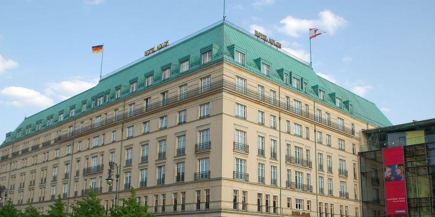 Im Fokus: Carsten K. Rath kritisiert den Zustand des Hotel Adlon Kempinski Berlin