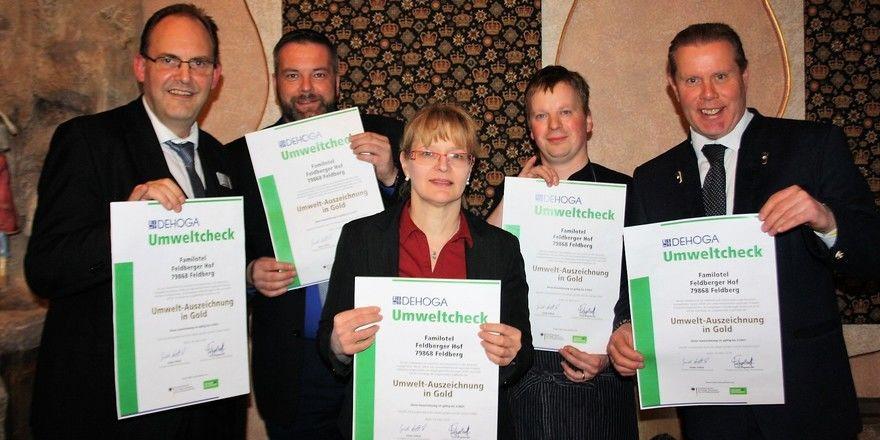 Umweltbewusst: Hoteldirektor Mike Böttcher (rechts) und Kollegen