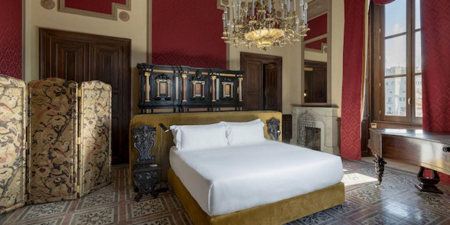 Königlich übernachten: Eine der Suiten im Room Mate Andrea