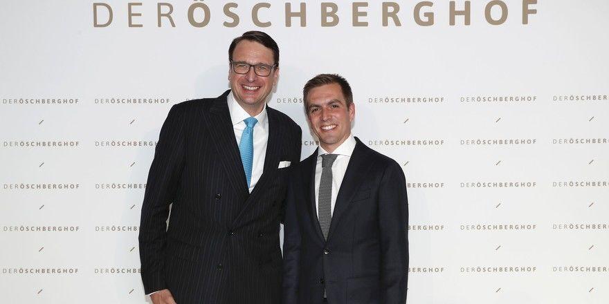 Unter den Gästen finden sich auch prominente Gesichter: Öschberghof-Chef Alexander Aisenbrey mit dem ehemaligen Fußballspieler Philipp Lahm