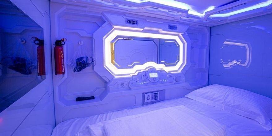 Futuristische Anmutung: Blick in eine der Schlafkapseln