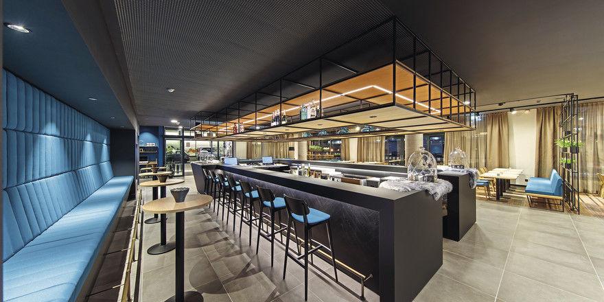 Die Bar des Arthotel Ana Momentum in Göppingen: Ansprechendes Design zum günstigen Preis ist eine Kernkompetenz des Hotelbetreibers