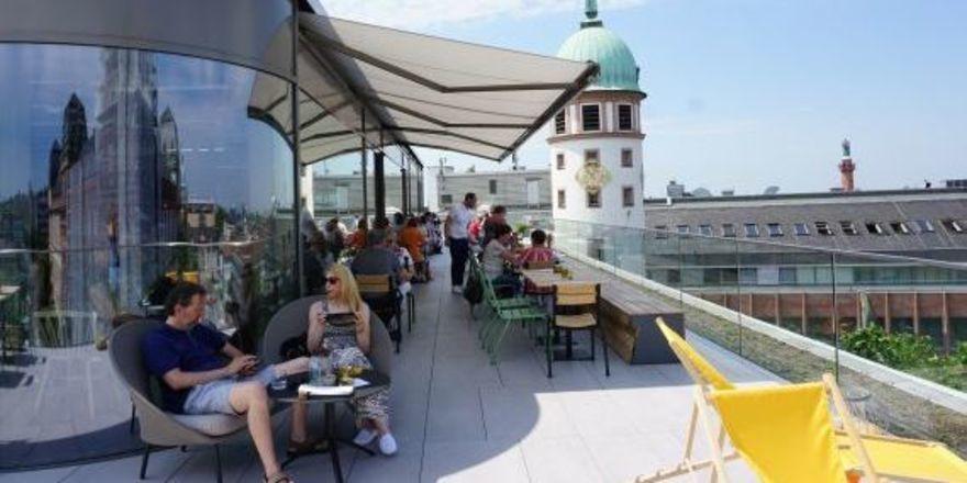 Neue Gastronomie im Modehaus Henschel - ahgz
