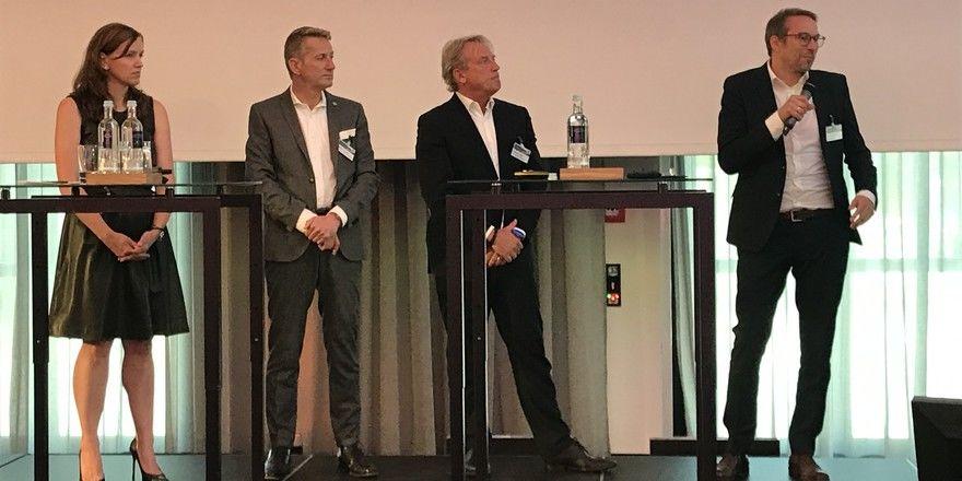 Diskutieren über Community Building: (von links) Kerstin Flohr (Design Offices), Gisbert Kern (Ameron), Volkmar Pfaff (Accor), Stefan Rief (Fraunhofer IAO)