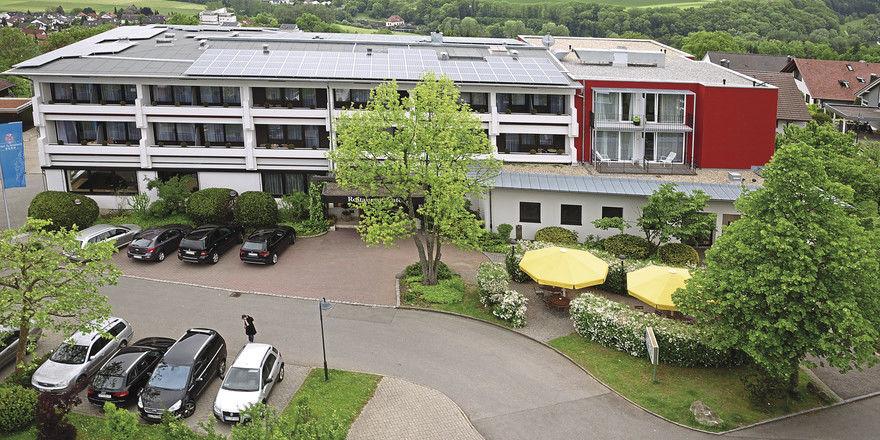 Malerisch gelegen: Das Hotel Schönbuch bei Reutlingen ist ein Familienbetrieb in zweiter Generation. Zuletzt kam der Anbau mit komfortablen Zimmern hinzu (rechts).