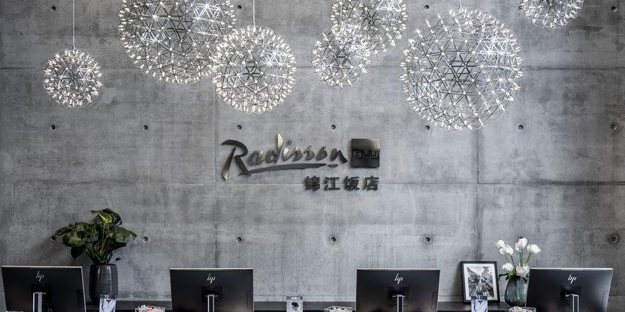 So sieht das Co-Branding in der Lobby des Radisson Blu in Frankfurt aus.