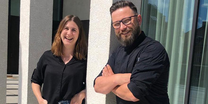 Große Freude: Isabell Wendel und Veit Kuschkow von der BMB-Gruppe übernehmen den Betrieb der James-Simon-Galerie