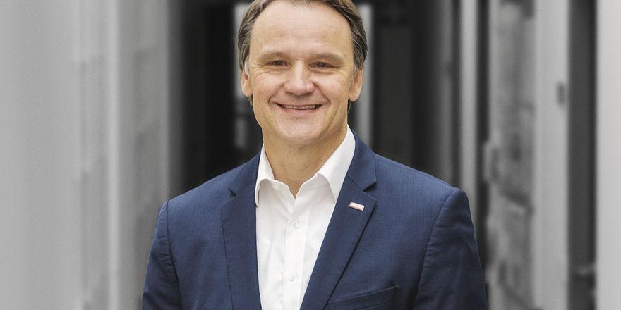 """Torsten Hehner: """"Mit der zeitversetzten Produktion bietet Palux ein Lösungskonzept für die Herausforderung des Fachkräftemangels."""""""