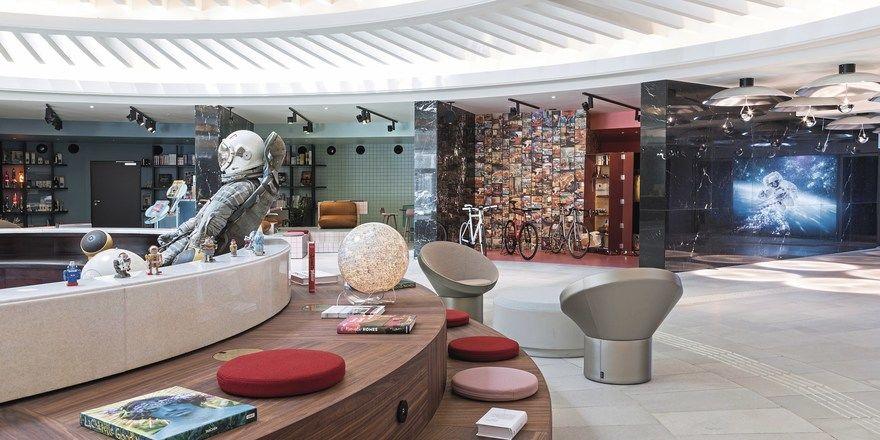 Astronaut in der Lobby: Das Weltraumthema im 25hours The Circle in Köln passt dieses Jahr – zum Jubiläum 50 Jahre Mondlandung – besonders gut.