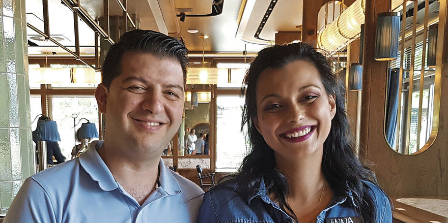 Eingespieltes Duo im Roque's Deli: Gastronom Cristian Roque und Mitarbeiterin Anna Papoglou kennen sich seit ihrer Zeit bei Vapiano in Dortmund.