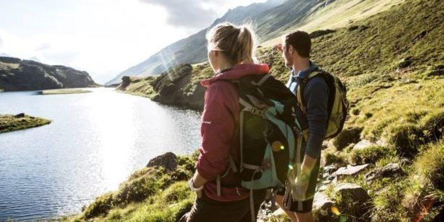 Mehr als tolle Ausblicke – wie hier auf den Langsee im Wandergebiet Montafon – bietet der neue Round Trip der Explorer Hotels