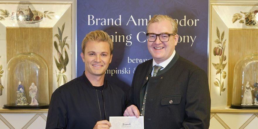 Neue Kooperation: Nico Rosberg (links) mit Kempinski-CEO Martin R. Smura