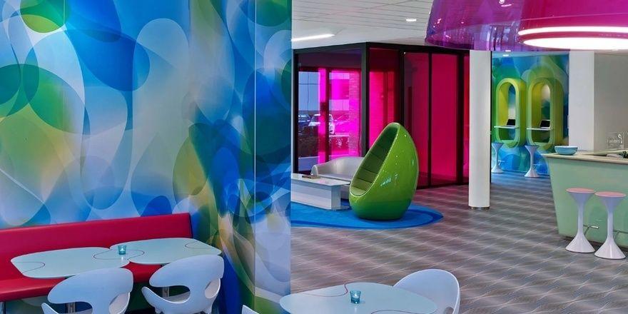 Design von Karim Rashid: Lobby bei Prizeotel