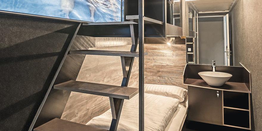 Schlafen auf zwei Ebenen: Die Gruppe Box Hotels stapelt ihre Betten im Raum, und statt Fenster gibt es einen Bildschirm