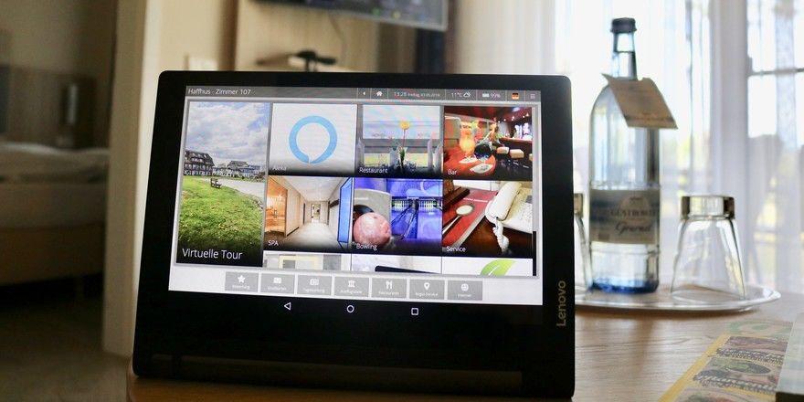 Zwei Informationskanäle in einem: Amazon Alexa läuft auch auf der digitalen Zimmermappe von Betterspace