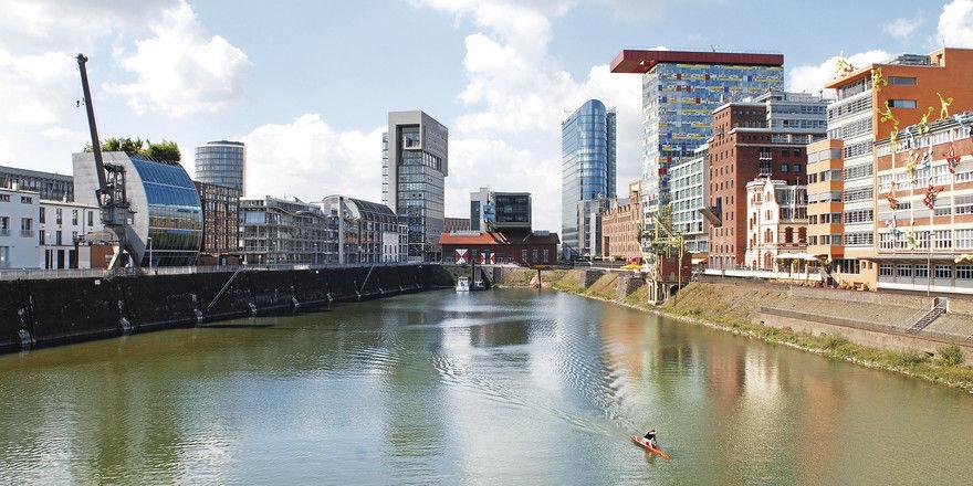 Medienhafen Düsseldorf: Der Herbst bringt den Hotels in der Landeshauptstadt von NRW noch einmal ein starkes Messegeschäft.