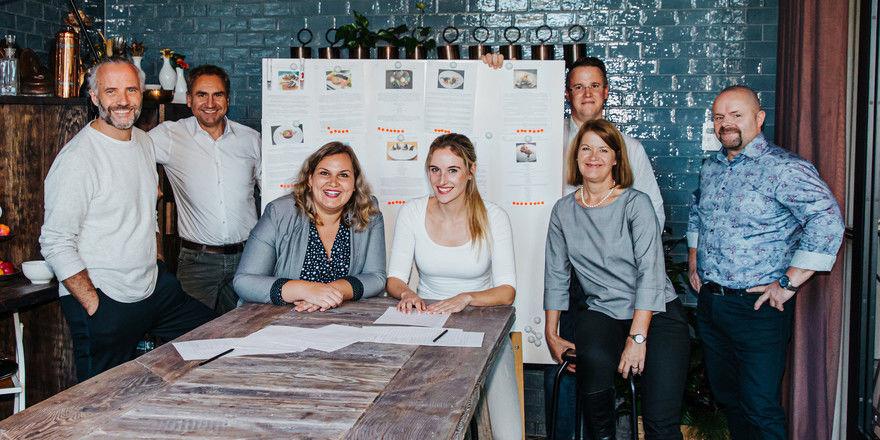 Geballte Kompetenz: Die Jury hat im Düsseldorfer 25hours die zehn besten Rezepte aus den Einsendungen zum 5. Genuss-Contest ausgewählt.