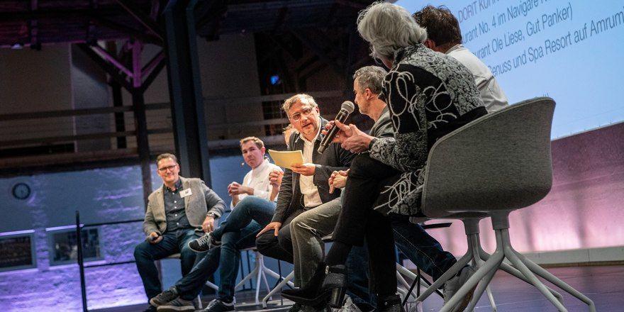 Angeregt: Diskussionsrunde beim Feinheimisch Symposium