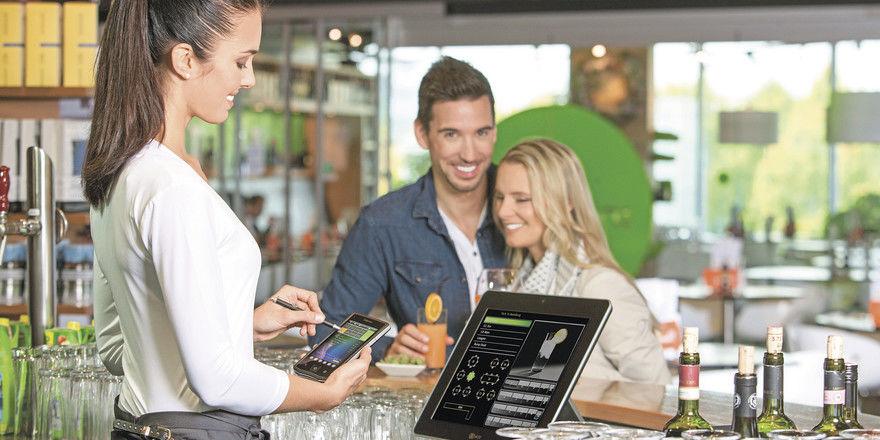 Alles im Blick: Moderne Hard- und Software erleichtert nicht nur das Kassieren, sondern bietet zahlreiche wertvolle Zusatzfunktionen.