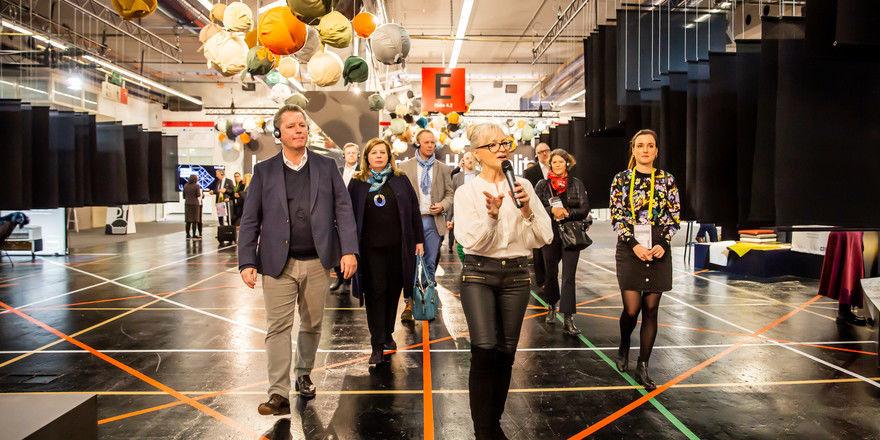 Führt routiniert über die Messe: Corinna Kretschmar-Joehnk von Joi-Design